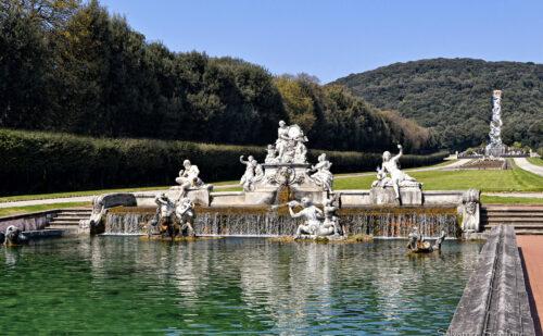 La parte finale della fontana con il gruppo scultoreo.