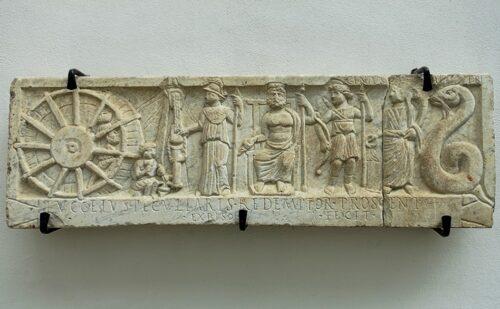 Caserta Capua Museo Campano Cortile 3 500x309, Reggia di Caserta UnOfficial