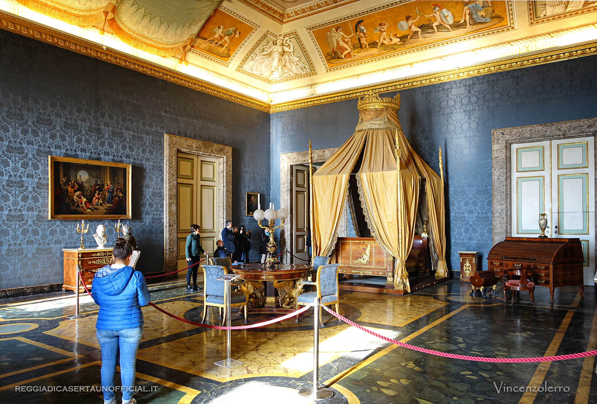 Camera da letto di re francesco ii reggia di caserta for Mobili stanza letto