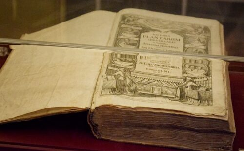 Reggia Caserta Biblioteca Libro Bauhin Historia Plantarum 500x309, Reggia di Caserta UnOfficial