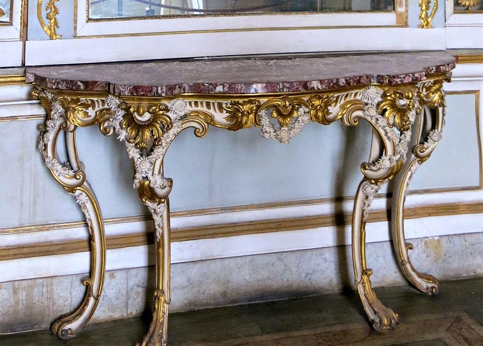 Reggia Caserta Console Rococò, Reggia di Caserta UnOfficial