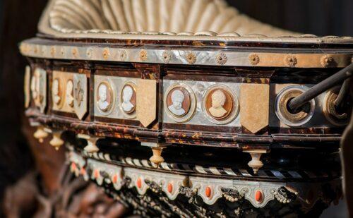 Reggia Caserta Culla Principe Di Napoli 2 500x309, Sito non ufficiale della Reggia di Caserta
