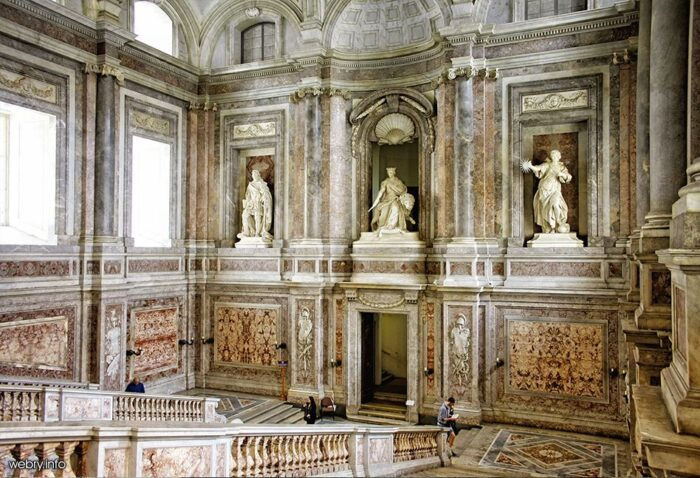 Scalone Facciata Lato 700x478, Unofficial Website of the Royal Palace of Caserta