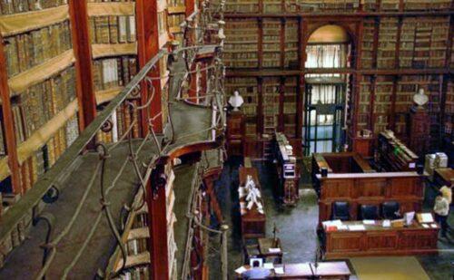 Biblioteca Angelica - Roma. Notare il balcone che ricorda lo stile Liberty di 150 anni dopo.